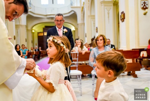 Spain wedding photographer at a Church - Lorca | The children in the ceremony