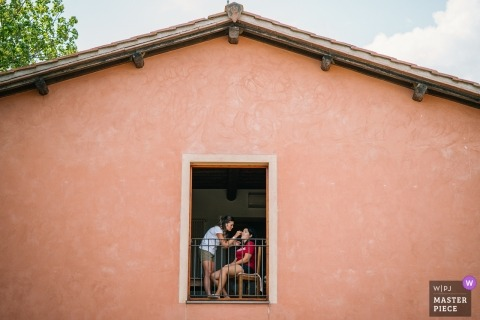 Minimalistic photo of the bride getting ready for a wedding celebration at Tenuta il Quadrifoglio, San Gimignano, Siena