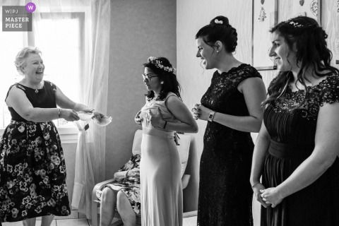 Wedding Photos in Moselle of Bride's mother and bridesmaids are discussing about sticky bras
