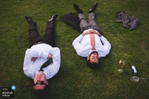 Salle de mariage du musée Avoncroft Photos des invités anéantis sur l'herbe