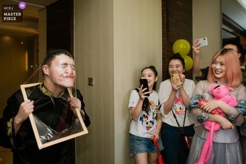 Fotografia pokoju w hotelu Fujian w dniu ślubu - Groomsman Game