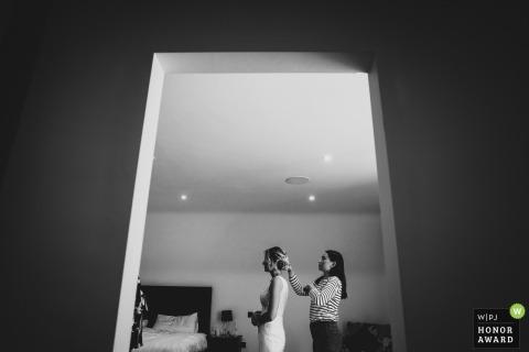 Engeland trouwreportage fotografie - Sheldon Grange locatie | Last minute details voor de ceremonie