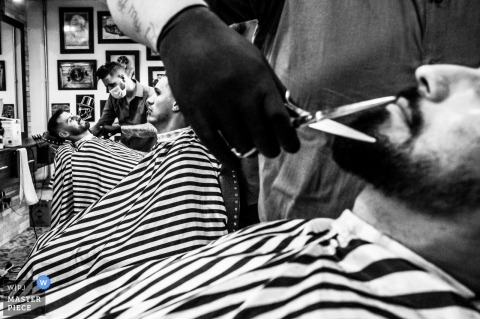 São Paulo Groom in the barber shop before his wedding ceremony - Brazil wedding photographer