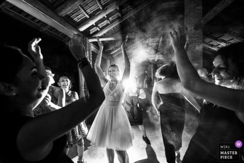 Villa Fiorita Castello di Annone (AT) Huwelijksfotograaf | De dans van de bruid