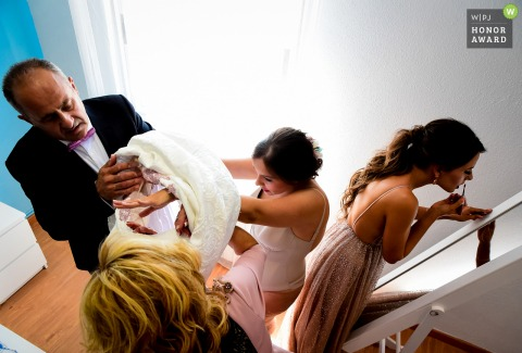 Lorca - Murcia Bride getting dressed before the wedding | Preparation photography