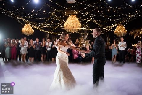 Melbourne Première photographie de danse du plancher de danse brumeux de la réception de mariage.