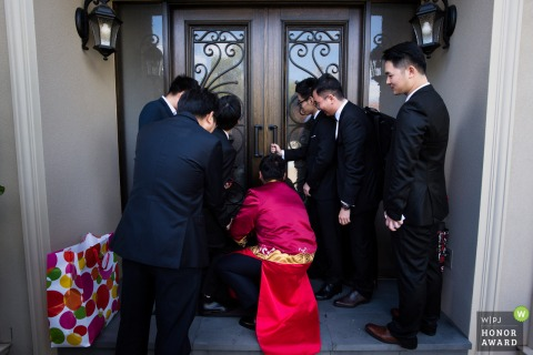 Melbourne wedding photographer: They Pick up the bride, but need pay money to open the door.