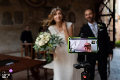 Certaldo, Florence wedding photos showing family love via Facetime/Skype session