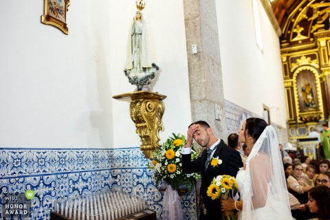 Igreja Matriz de Bairro, Vila Nova de Famalicão - Portugal wedding photo of the delivery of the boquet