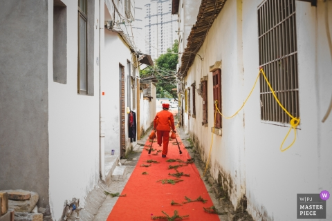FuJian PuTian wedding day photography with red carpet outside