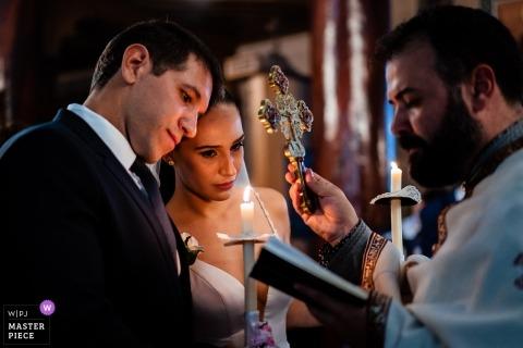 Kościół św. Dimitara, Stara Zagora, Bułgaria - Fotografia ślubna na ceremonii kościelnej ze świecami