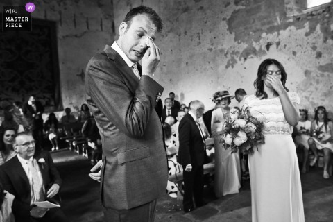 Lyon Wedding Photogarpher - Church image of The bride and groom getting emotional after the first look at the beginning of the ceremony