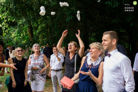 Verdun (Meuse - France)	wedding photography outside | When bride's mum is happy...