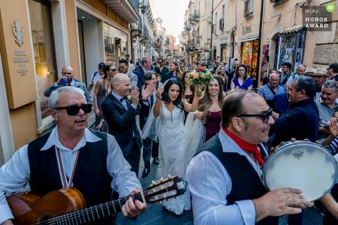 Taormina	Celebration walk to the venue | Wedding photography on the streets with musicians