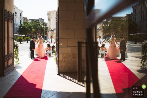 Photography of Getting to the wedding ceremony - Teatro Umberto Giordano - Foggia, Italy | Last details before walking in to the ceremony