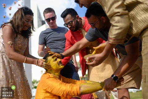 Maharashtra wedding photographer in cancun, mexico | Photo showing that Friends love revenge!