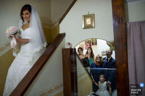Reggio Calabria wedding photographer captures the first look at the bride
