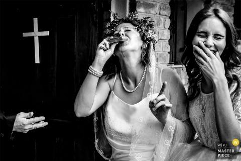 Hongarije kerkfotografie op trouwdag - bruid, bruidsmeisje, kerk