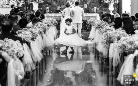Brazil ceremony wedding photography - dancing girl in black and white