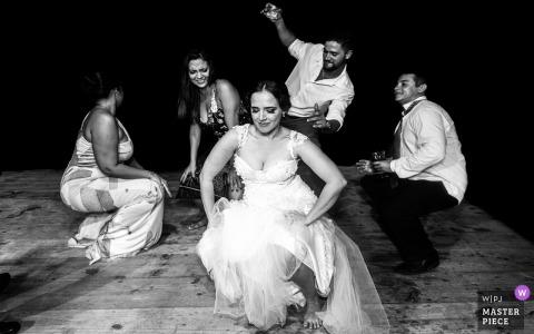 Empfang am Hochzeitstag in Brasilien Fotografie von Musik, Freunden und Tanz