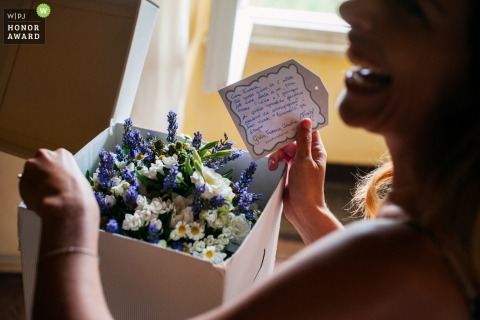 Lazio wedding photography - Bride at Home- Just received the bouquet
