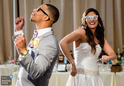 Founders Hall, Charlotte NC - De bruid en bruidegom worden voorgesteld op hun bruiloftsreceptie. Leuke trouwfoto's!