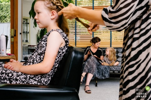 Flanders wedding reportage photo from the Hairdresser | Daughters of the bride getting ready with mixed clothing patterns