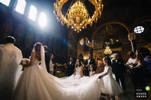 Photo de reportage de mariage en Bulgarie de l'église St. Nedelya, Sofia | Pendant la cérémonie