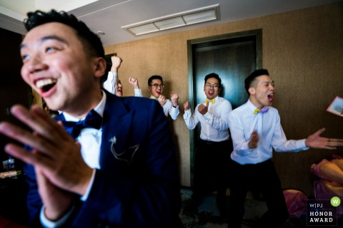 Fuzhou Fujian Photos -In China, the groom has to go through the test of many games, and some games require the groomsmen to complete, and these games are set by the bridesmaids. This is a happy celebration of the victory after the best man has completed a
