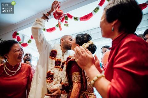 Private home wedding ceremony reportage-style photo, London, UK   Mixed Hindu/Jewish/Chinese wedding ceremony