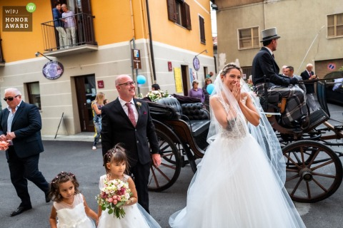 Chiesa di Borgofranco di Ivrea TO / Villa Soleil Colleretto Giacosa wedding photo | the bride arrived at the church by horse and carriage