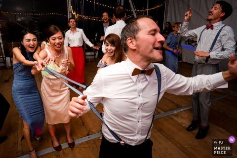 Nantes wedding photos | Guest having fun during the wedding party.