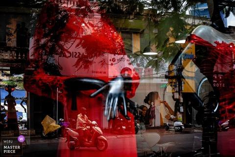Haiphong, image de mariage Vietnam de la mariée se prépare dans une image qui est en couches avec des reflets.