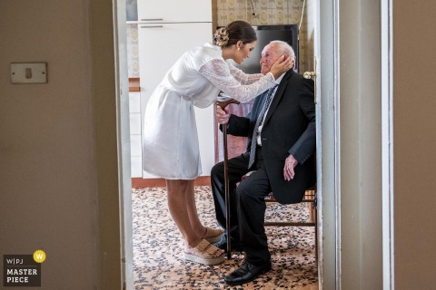 Calabria wedding photographer | the grandfather of the excited bride