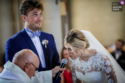 "Île-de-France wedding photographer: At the Church - She says ""yes!!!!"""
