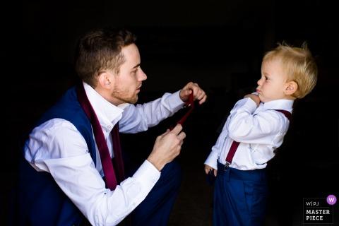 Trouwfotograaf van AZ: reactie van peuter op papa die zijn das probeert aan te trekken