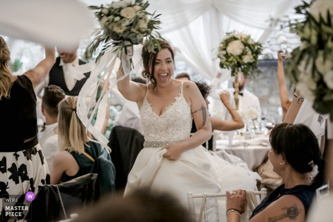 Relais La Costa. Reception Venue, Monteriggioni, Siena venue photography on wedding day - triumphal entry into the restaurant