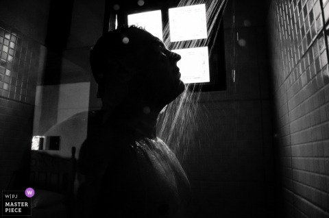 Brazil Hotel / Reception Venue Photography – Groom in the shower getting ready for the ceremony