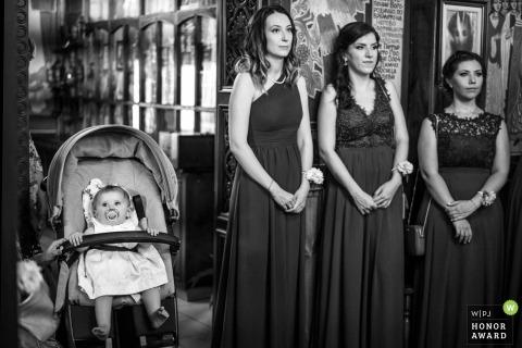 Bulgarien Kirche Hochzeit Foto von drei Brautjungfern und eine halbe