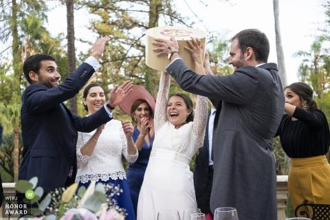 Malaga, Hacienda Nadales Hochzeitsfoto: Ein Geschenk von Freunden. Toller Moment