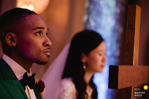 Martin's West, Baltimore, MD Hochzeitsfotografie | Das Paar wurde während der religiösen Zeremonie sehr emotional.