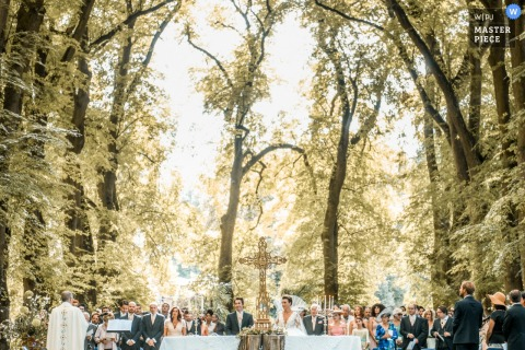 Château de Saint Rémy en l'Eau - France | Outdoor wedding ceremony photography under the tall trees