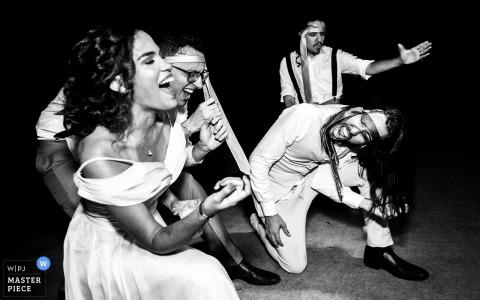 Brazil Wedding Reception Pictures - Rocker Bräutigam und seine Gang auf der Tanzfläche