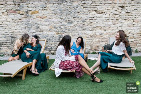 Burgundy France wedding photographer shooting at the outdoor Reception Venue | Having a chat