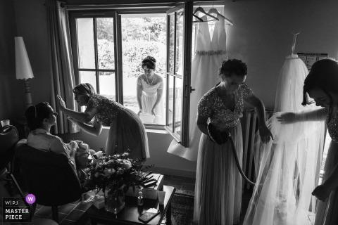 Huwelijksfotograaf op Domaine de Chatillon - Beelden van de voorbereiding op de bruid