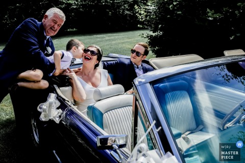 Wedding reception venue photography - France - I want a kiss now !!! Bride and groom in convertible car.