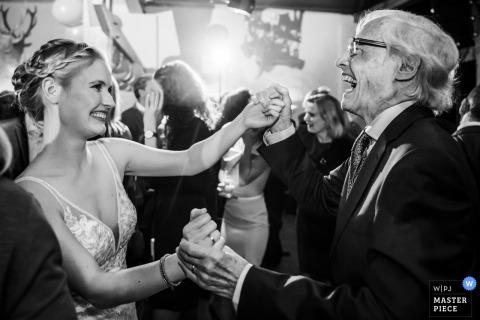 Slot Doddendael, Nijmegen, Venue Photographer | Bride is dancing with her grandfather at her wedding reception