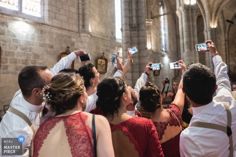 Chateau de Malliac wedding venue photography - Guests taking group selfies