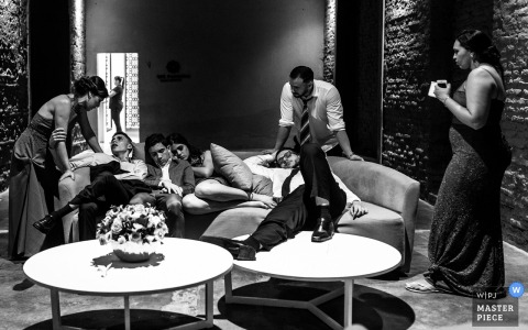 Brasilien Hochzeitsfeier Bilder | Ende des Party-Images mit sehr müden Gästen