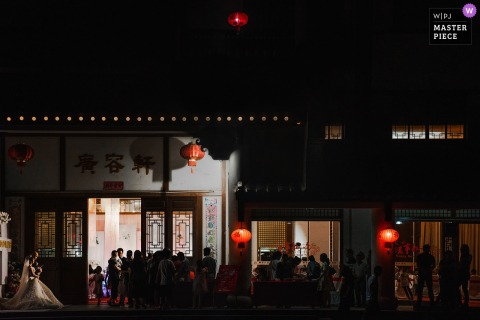 Fujian wedding hotel reception photography at night with the bride and groom